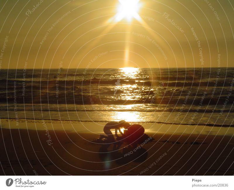 Goldgräberstimmung Kind Wasser Meer Sommer Freude Strand Sand Stimmung Küste Wellen gold Horizont Abenteuer Kindheit Schönes Wetter Nordsee
