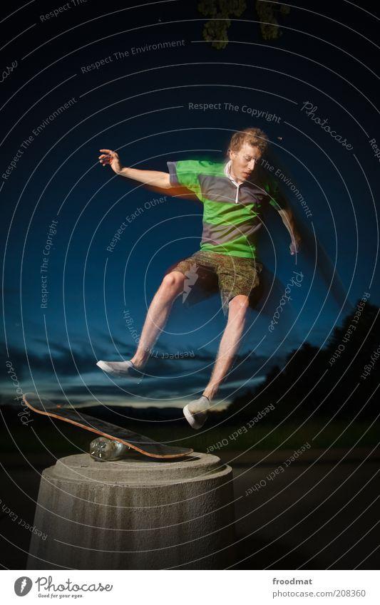fallübung Flasche Lifestyle Freude Jugendliche Freizeit & Hobby Spielen Sommer Sport Mensch maskulin Junger Mann Fitness springen ästhetisch sportlich Coolness