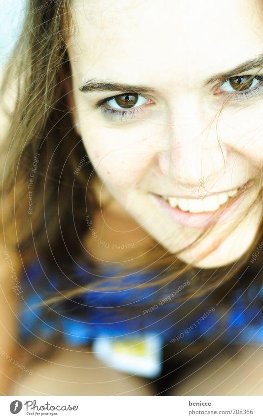 smile II Frau Mensch Jugendliche Porträt Nahaufnahme Detailaufnahme sitzen Vogelperspektive lachen Lächeln attraktiv schön Zähne Auge Gesicht Haare & Frisuren