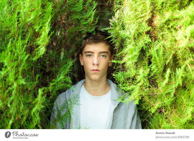 Porträt - Busch Mensch Natur Jugendliche Sommer schön Junger Mann Erholung Freude 18-30 Jahre Gesicht Erwachsene Leben Lifestyle Frühling Stil Glück