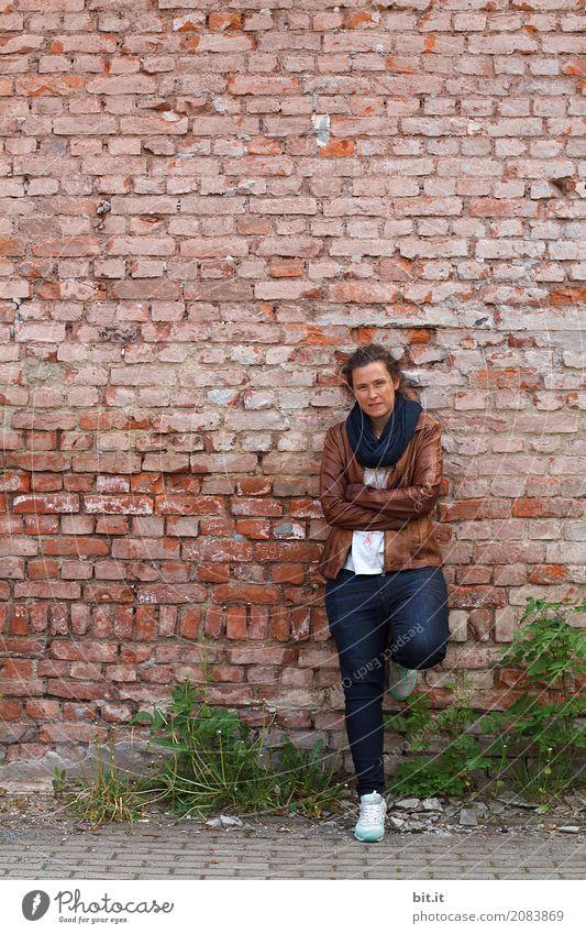 AST 10 | Ton in Ton || Bildung Erwachsenenbildung Schulgebäude Schulhof Schüler Berufsausbildung Azubi Praktikum Studium Student Baustelle Mensch feminin