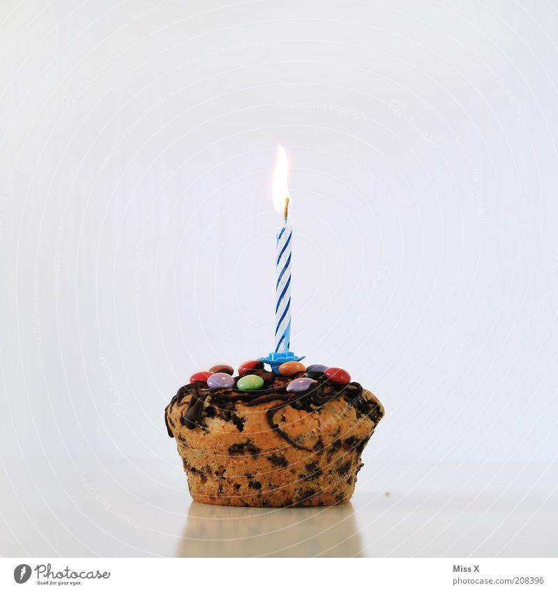 Ein neues Zählfredbaby Lebensmittel Teigwaren Backwaren Kuchen Dessert Schokolade Ernährung Feste & Feiern Geburtstag leuchten klein lecker süß Freude Kerze