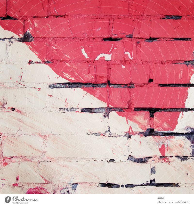 Viva la Vida Haus Renovieren Kunst Kunstwerk Mauer Wand Fassade Backstein alt authentisch dreckig rot stagnierend Verfall verfallen Ecke Schmiererei