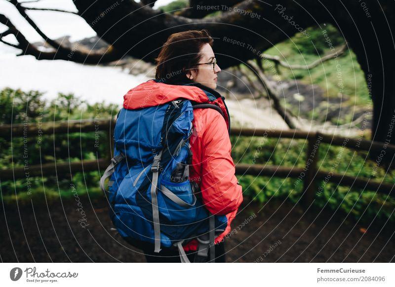 Roadtrip West Coast USA (83) feminin Junge Frau Jugendliche Erwachsene 1 Mensch 18-30 Jahre 30-45 Jahre Abenteuer wandern Aktion Westküste Rucksack Regenjacke