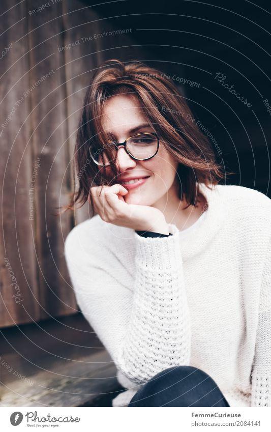 Roadtrip West Coast USA (42) feminin Junge Frau Jugendliche Erwachsene 1 Mensch 18-30 Jahre 30-45 Jahre schön natürlich Brille brünett Lächeln aufstützen Hand