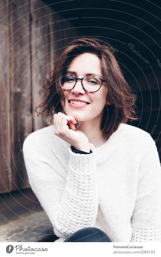 Roadtrip West Coast USA (33) feminin Junge Frau Jugendliche Erwachsene 1 Mensch 18-30 Jahre 30-45 Jahre schön Haare & Frisuren brünett Brille Pullover beige