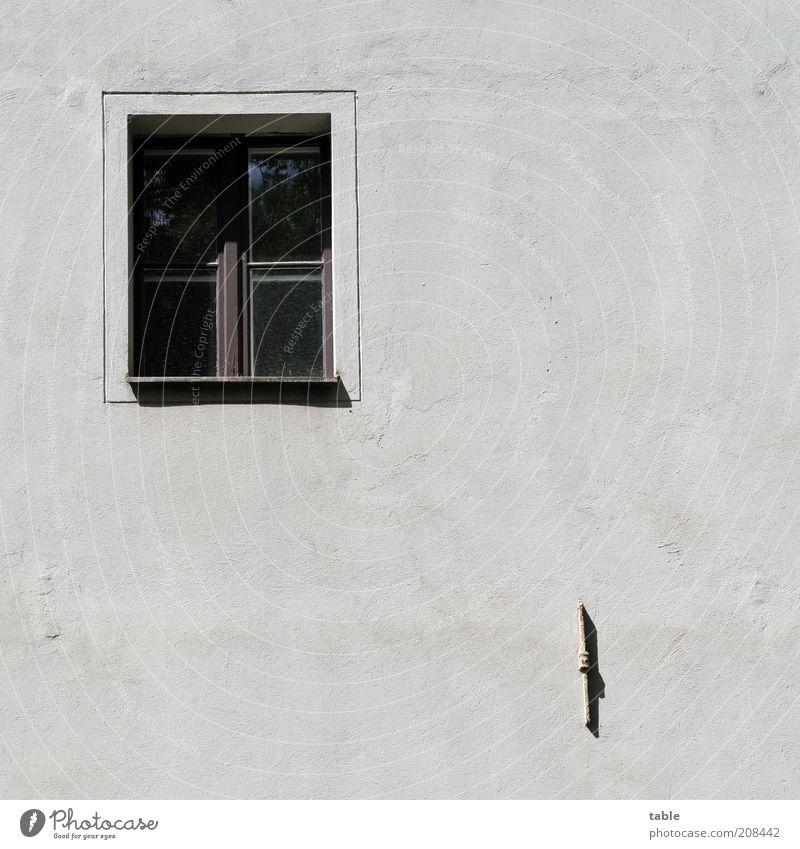 Zimmer mit Aussicht alt weiß schwarz Einsamkeit dunkel Wand Gefühle Fenster Holz grau Stein Mauer Metall Glas Beton Fassade