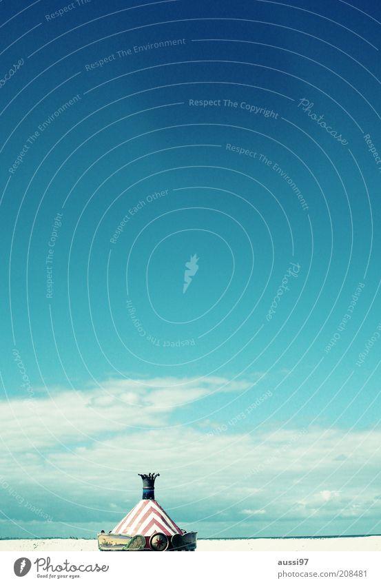 Deckel drauf! Meer Schönes Wetter verloren Strand einzeln vergessen Blauer Himmel Karussell Kuppeldach Sandstrand deplatziert Kinderkarussell