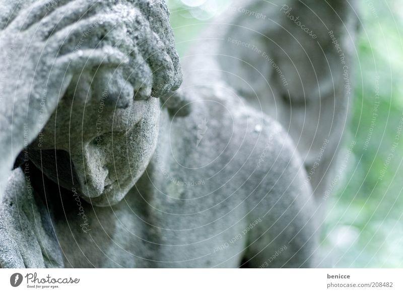 Trauer Statue Friedhof Traurigkeit Hoffnungslosigkeit Tod Symbole & Metaphern Stein Engel Frustration Religion & Glaube Katholizismus Wien alt ruhig Grab