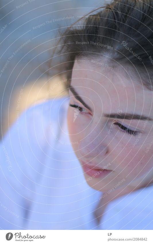 verträumtes Profil Mensch Jugendliche Junge Frau schön Erholung ruhig Leben Lifestyle Traurigkeit Gefühle feminin Gesundheitswesen Haare & Frisuren Stimmung