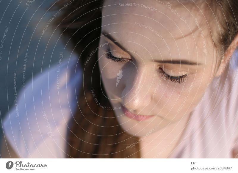 Porträt eines traurigen jungen Mädchens Lifestyle Gesundheitswesen Behandlung Krankheit Wellness Zufriedenheit Sinnesorgane Erholung Meditation Mensch feminin