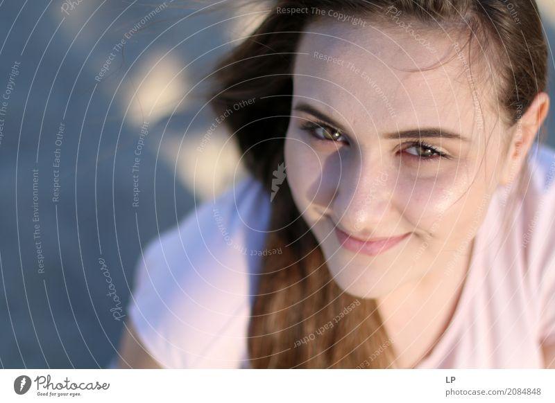 Mädchen lächelt und schaut in die Kamera Mensch Ferien & Urlaub & Reisen Jugendliche Junge Frau schön Erholung ruhig Freude Leben Lifestyle Gefühle Gesundheit