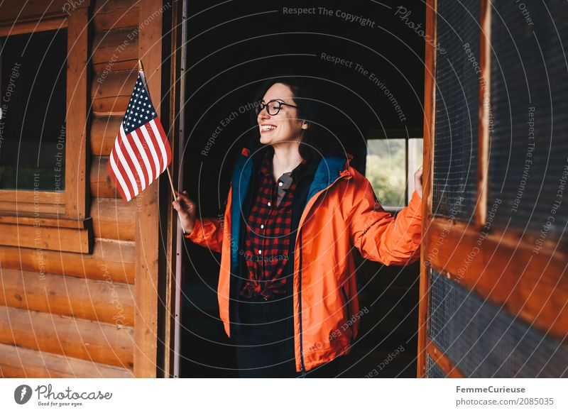 Roadtrip West Coast USA (43) Mensch Frau Natur Ferien & Urlaub & Reisen Jugendliche Junge Frau rot ruhig 18-30 Jahre Reisefotografie Erwachsene feminin Holz