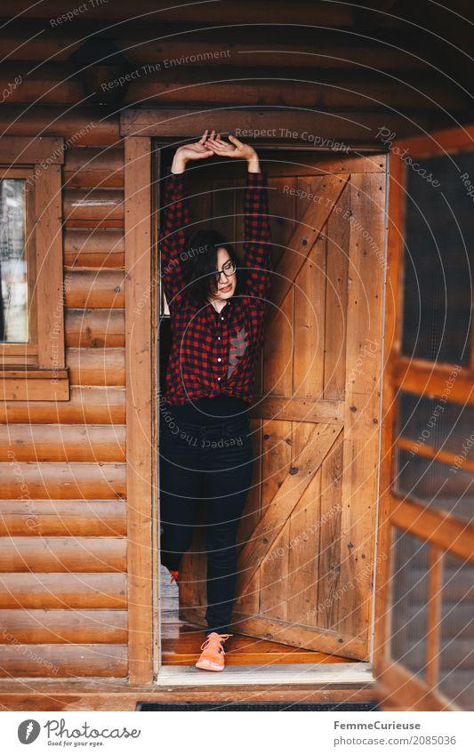 Roadtrip West Coast USA (52) Junge Frau Jugendliche Erwachsene 1 Mensch 18-30 Jahre 30-45 Jahre Abenteuer strecken aufstehen Morgen Guten Morgen Holzhütte Hütte