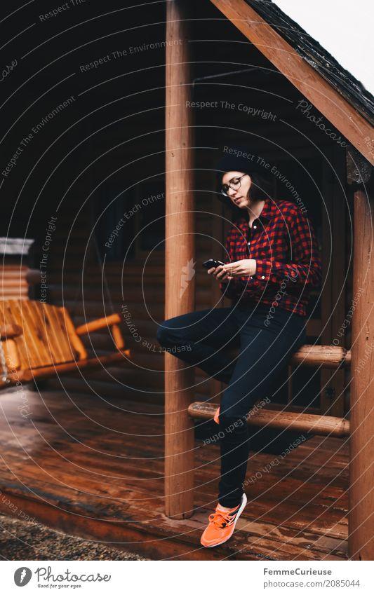 Roadtrip West Coast USA (57) feminin Junge Frau Jugendliche Erwachsene 1 Mensch 18-30 Jahre 30-45 Jahre Abenteuer Kommunizieren Holzhütte Campingplatz Ausflug