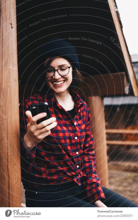 Roadtrip West Coast USA (54) Junge Frau Jugendliche Erwachsene 1 Mensch 18-30 Jahre 30-45 Jahre Abenteuer Handy Handy-Kamera Fotografie Freude Telekommunikation