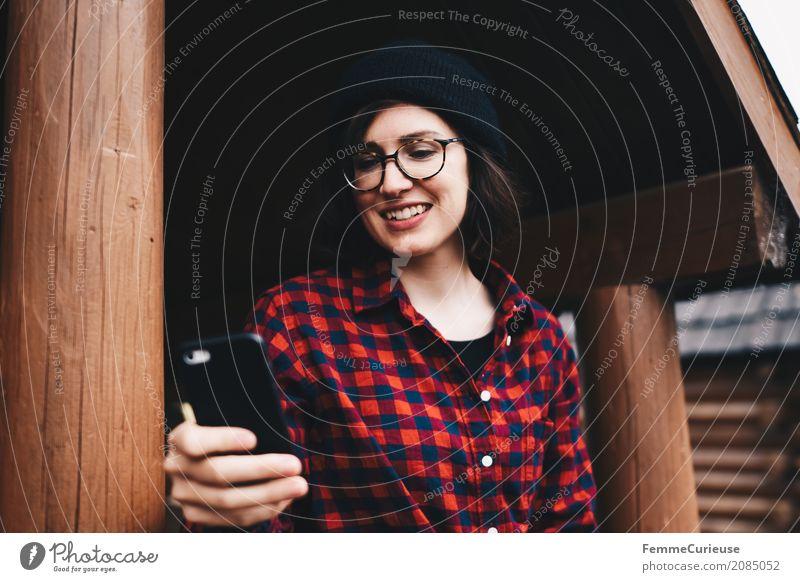 Roadtrip West Coast USA (59) feminin Junge Frau Jugendliche Erwachsene 1 Mensch 18-30 Jahre 30-45 Jahre Kommunizieren Handy Chatten Kommunikationsmittel Brille