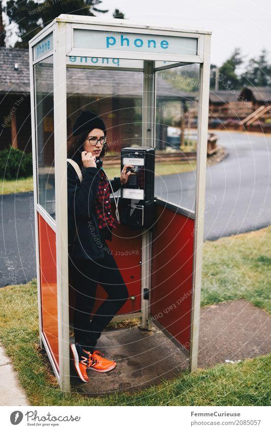 Roadtrip West Coast USA (80) feminin Junge Frau Jugendliche Erwachsene 1 Mensch 18-30 Jahre 30-45 Jahre Kommunizieren Telefon Telefongespräch Telefonhörer