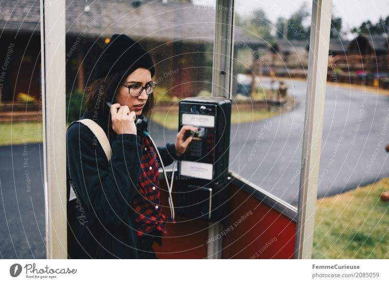 Roadtrip West Coast USA (76) feminin Junge Frau Jugendliche Erwachsene 1 Mensch 18-30 Jahre 30-45 Jahre Kommunizieren Telefon Telefongespräch Telefonhörer