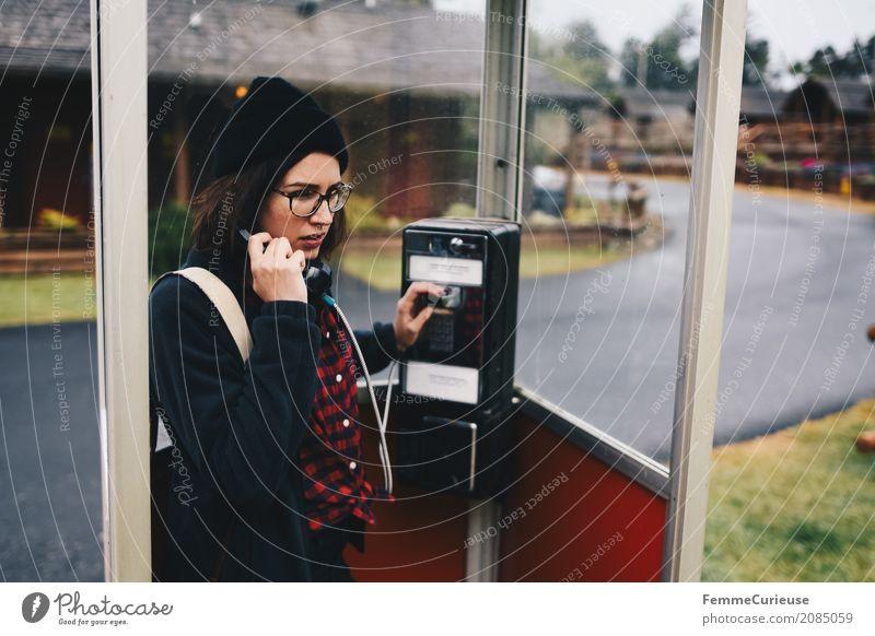 Roadtrip West Coast USA (76) Mensch Frau Jugendliche Junge Frau 18-30 Jahre Erwachsene sprechen feminin Kommunizieren Brille Telefon Konzentration Mütze kariert