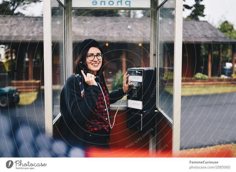 Roadtrip West Coast USA (77) Mensch Frau Jugendliche Junge Frau 18-30 Jahre Erwachsene sprechen feminin Kommunizieren Brille Telefon Fahne Mütze heimwärts
