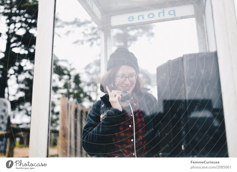 Roadtrip West Coast USA (78) Mensch Frau Jugendliche Junge Frau Baum Freude 18-30 Jahre Erwachsene sprechen feminin Kommunizieren Telefon Mütze heimwärts