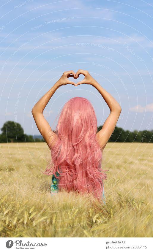 Kitsch | love, peace and happiness Mädchen Junge Frau Jugendliche 1 Mensch 8-13 Jahre Kind Kindheit 13-18 Jahre Sommer Schönes Wetter Feld Getreidefeld
