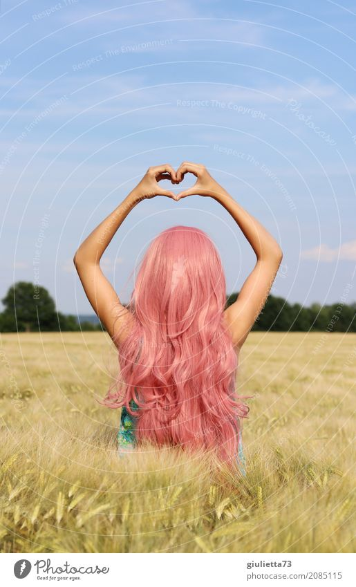 Kitsch | love, peace and happiness Mensch Kind Jugendliche Junge Frau Sommer schön Mädchen Liebe Glück rosa träumen frei Feld 13-18 Jahre Kindheit Idylle