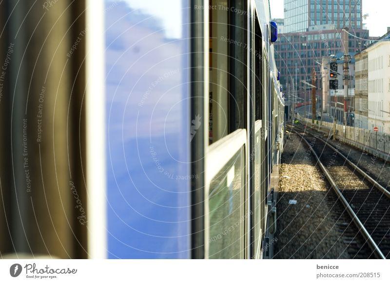 abfahrt Eisenbahn Wagen Eisenbahnwaggon Gleise fahren blau Fenster Menschenleer Schienenverkehr Bahnfahren Verkehr Verkehrsmittel offen Ferien & Urlaub & Reisen