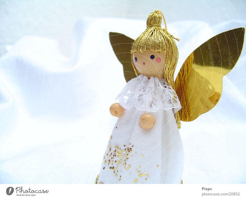 KleinerWeißerEngel (2) Farbfoto Innenaufnahme Textfreiraum links Hintergrund neutral Design Winter Dekoration & Verzierung Puppe glänzend Kitsch gold weiß