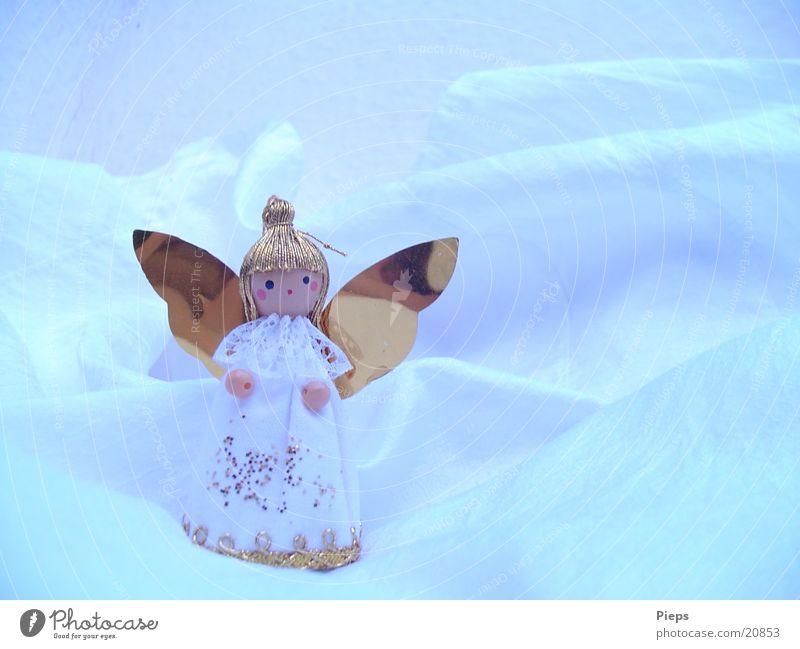 KleinerWeißerEngel (1) Farbfoto Innenaufnahme Textfreiraum rechts Winter Dekoration & Verzierung Puppe Kitsch Krimskrams glänzend gold Feiertag aufhängen