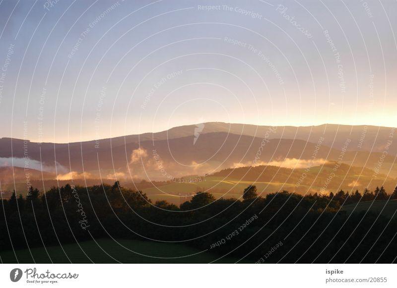 bruchtal Nebel Wolken Sonnenuntergang Wald Stimmung Fantasygeschichte Berge u. Gebirge
