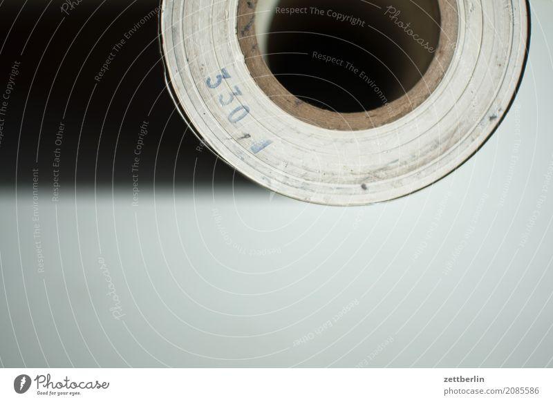 330 Büro Druck Druckerei Sauberkeit Toilettenpapier Kontrast Zettel paar Papier Papierrollen Papiermüll Rolle schreiben Schriftstück rund papprolle