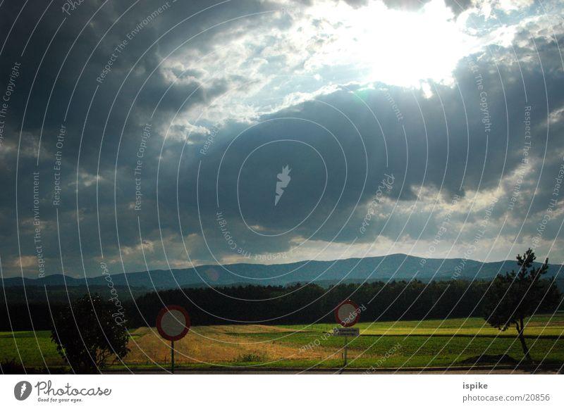 goetterdaemmerung Sonne Wolken Schilder & Markierungen Verkehr Gewitter Lichtstrahl