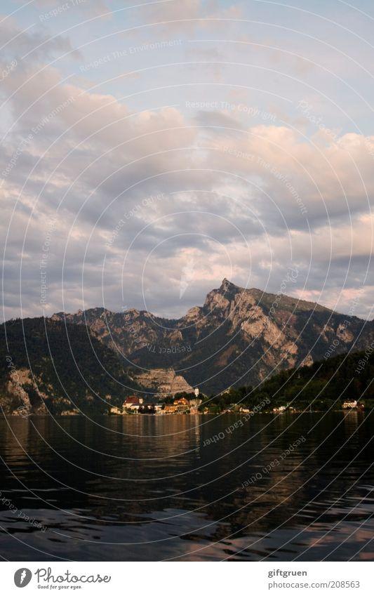 abendsonne Natur Wasser Himmel Ferien & Urlaub & Reisen ruhig Wolken Berge u. Gebirge See Landschaft Stimmung Umwelt ästhetisch Romantik Dorf Hügel Seeufer