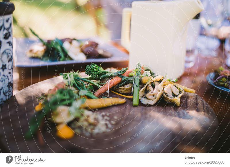 Nahaufnahme des gesunden Gerichtes im Restaurant Lebensmittel Gemüse Salat Salatbeilage Ernährung Essen Abendessen Diät Teller Gesunde Ernährung