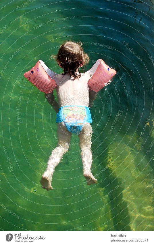 floating Mensch Kind Wasser grün Sommer Freude Erholung Junge nass Schwimmen & Baden Dorf Kindheit Schweben Leichtigkeit