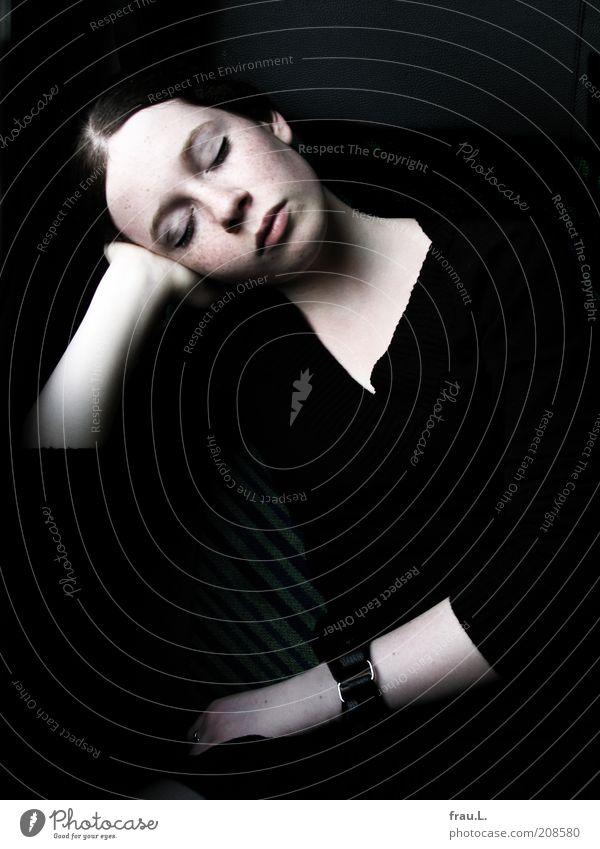 Morpheus Mensch Jugendliche schön Ferien & Urlaub & Reisen ruhig feminin träumen Eisenbahn schlafen weich Reisefotografie Wunsch außergewöhnlich Frau Porträt