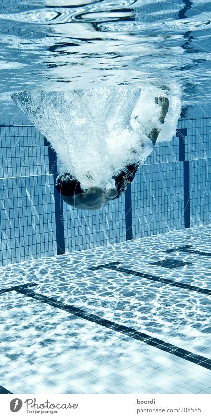 eIntrichtern Mensch blau Wasser Ferien & Urlaub & Reisen Sommer Freude Sport Bewegung Freizeit & Hobby nass Schilder & Markierungen Schwimmen & Baden Streifen Schwimmbad tauchen Flüssigkeit