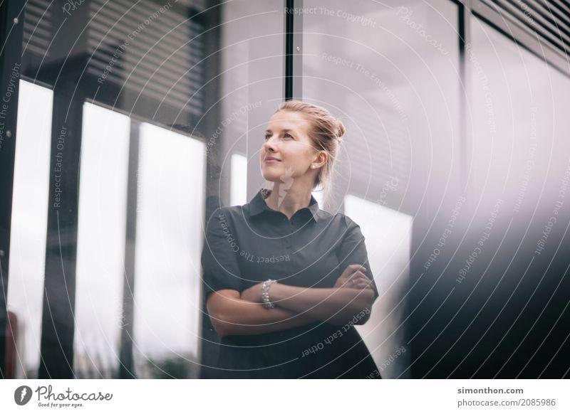 Business Mensch sprechen feminin Stil Zeit Stimmung träumen Büro Kraft Erfolg Zukunft lernen Studium Wandel & Veränderung planen
