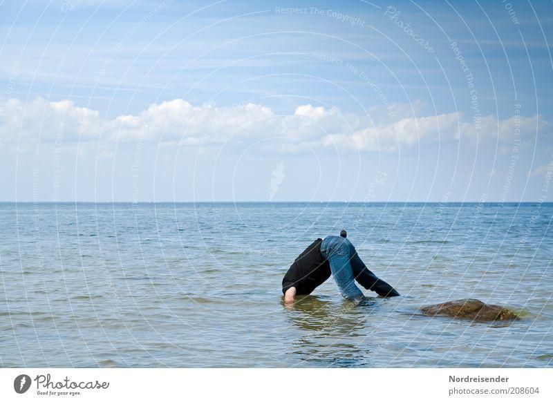 Fische gucken Mensch Mann Wasser Meer Sommer Freude Ferien & Urlaub & Reisen Wolken Gesundheit planen Erwachsene nass Horizont verrückt Lifestyle Abenteuer