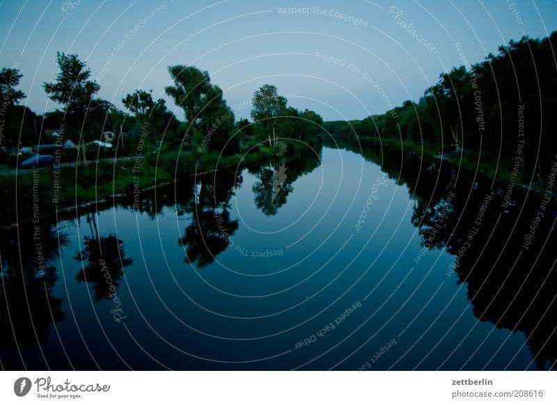 Hohenzollernkanal Wasser Sommer Spiegelbild Reflexion & Spiegelung Wasseroberfläche Kanal Wasserstraße dunkel Glätte Farbfoto Außenaufnahme Menschenleer Abend