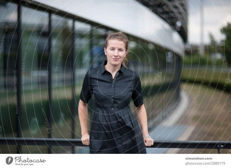 Business Berufsausbildung Azubi Praktikum Studium lernen Student Unternehmen Karriere Erfolg feminin Mutter Erwachsene 1 Mensch Beginn Bildung elegant Energie