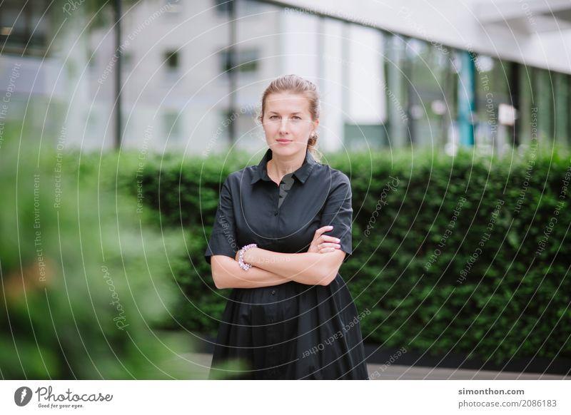 Portrait Business Karriere Erfolg feminin 1 Mensch Konkurrenz Leistung Macht Mittelstand Netzwerk Pause Perspektive planen Politik & Staat rebellieren Reichtum