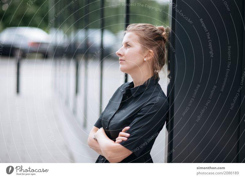 Zukunft Berufsausbildung Azubi Praktikum Studium lernen Student Arbeitsplatz Büro Business Unternehmen Karriere Erfolg feminin 1 Mensch Beginn Zufriedenheit
