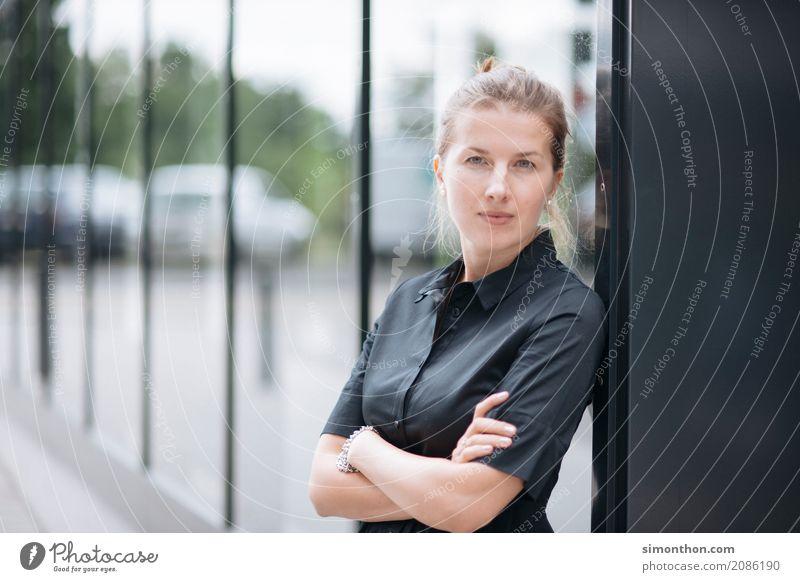 Business Stil Berufsausbildung Azubi Praktikum Studium lernen Arbeit & Erwerbstätigkeit Unternehmen Karriere Erfolg feminin 1 Mensch Arbeitsbekleidung Beginn