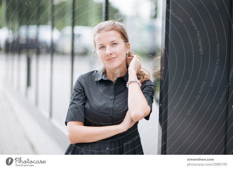 Portrait Lifestyle kaufen Reichtum elegant Stil Freude Glück schön Bildung Berufsausbildung Azubi Praktikum Studium lernen Student Arbeit & Erwerbstätigkeit