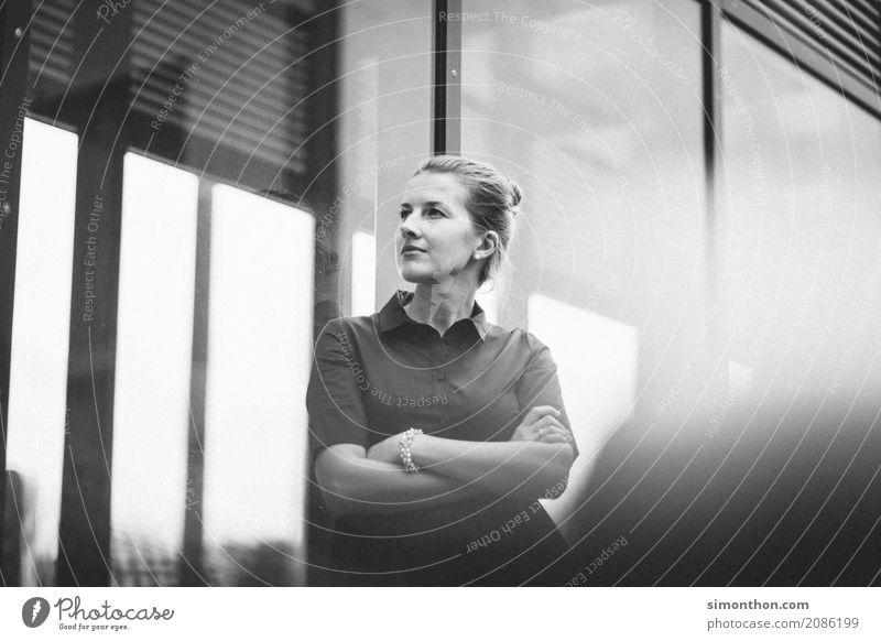 Business Jugendliche Junge Frau feminin Stil Schule Häusliches Leben Büro elegant Erfolg Beginn genießen lernen Energie Studium Student