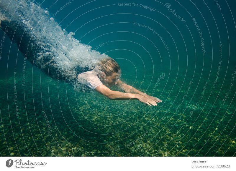 Good Vibrations exotisch schön Wellness Junge Frau Jugendliche 18-30 Jahre Erwachsene Wasser See blond tauchen ästhetisch blau Freude Lebensfreude Bewegung