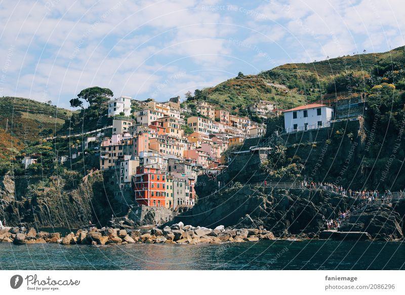 Cinque Terre XVIII Dorf Fischerdorf Stadt Hafenstadt schön Riomaggiore Ligurien Italien Italienisch mediterran Mittelmeer Berge u. Gebirge Bootsfahrt Urlaubsort